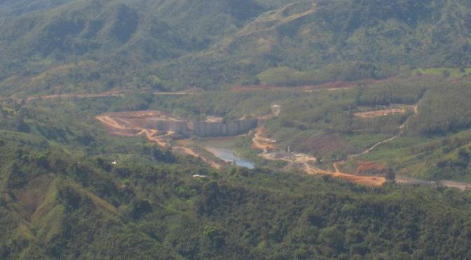 El pueblo Ngabe Bugle se enfrenta a la Familia Kafie y los Bancos Internacionales por el conflicto de Barro Blanco