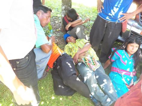Abelino Jimenes fuertemente lesionado y luego trasladado a la sala de Urgencias del Centro de Salud de San Felix Foto: Oscar Sogandare Fecha 25 de julio 2015